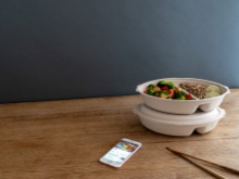 Reusable lunchbox and smartphone