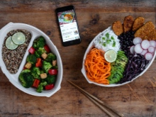 Reusable lunchboxes and smartphone
